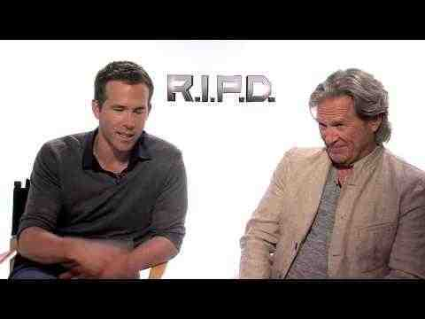 R.I.P.D. - Ryan Reynolds & Jeff Bridges Interview